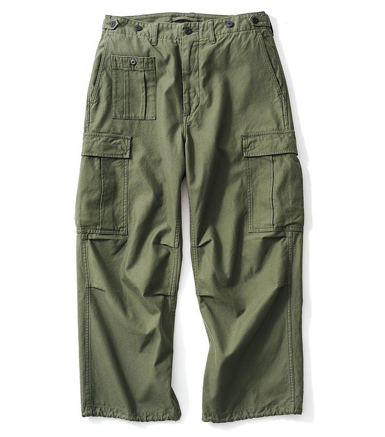<span style='font-size:1.1em;'><strong>NIGEL CABOURN / ナイジェル・ケーボン</strong></span><br /><strong>各種本格カーゴの魅力をミックス</strong><br />米軍の「M-51」と英国陸軍のヴィンテージパンツの仕様をミックスしたデザイン。ボタン式のウエストアジャスター、膝のダーツ、カーゴポケットと裾に取り付けられた綿のコードが特徴的だ。生地はバックサテンで、非常に耐久性に優れた武骨さが身上だ。シルエットもたっぷりとワイド。2万9000円(アウターリミッツ)