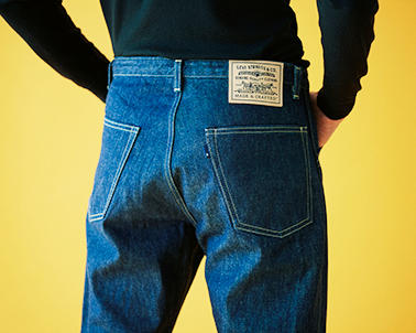 ヒップにはブルーカラーの「POGGYTHEMAN」オリジナルタブも。マックイーンは映画中、プライベートでもこの型のパンツを生地違いで着まわし、愛用した。