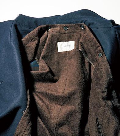 通常は別売りのシルク+ポリエステル素材による着脱式ファーライニングが付属。滑らかな肌触りが堪らない。