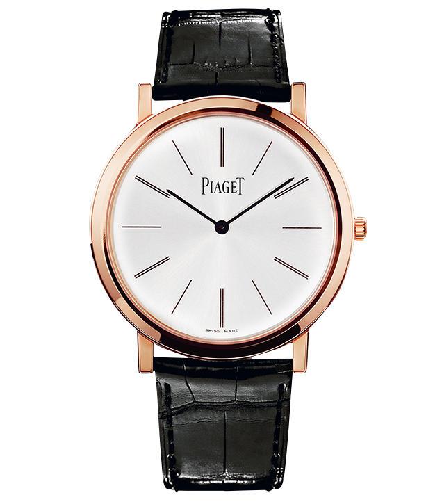 <span style=font-size:1.1em;><strong>PIAGET / ピアジェ</strong></span><br /><strong>アルティプラノ</strong><br />1957年誕生のアルティプラノは、ピアジェをエレガントな薄型時計の名門と決定づけた傑作シリーズ。シンプルながら、針やインデックスの完璧なバランスにより、独特の香気が漂う。自社製手巻きムーブメントCal.430P搭載。手巻き。径38mm。18KPGケース。アリゲーターストラップ。175万円(ピアジェ コンタクトセンター)