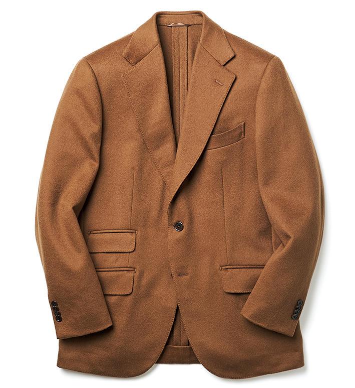 <strong>SUN MOTOYAMA / サンモトヤマ</strong><br />イタリアの老舗カシミアメーカーとして知られる「チェザーレ ガッティ」製の生地を採用。ボリューム感のある肉厚なカシミア地は、ビーバータッチの美しい毛並みが特徴的。ブラウンの発色もリッチだ。23万円(サンモトヤマ 銀座本店)
