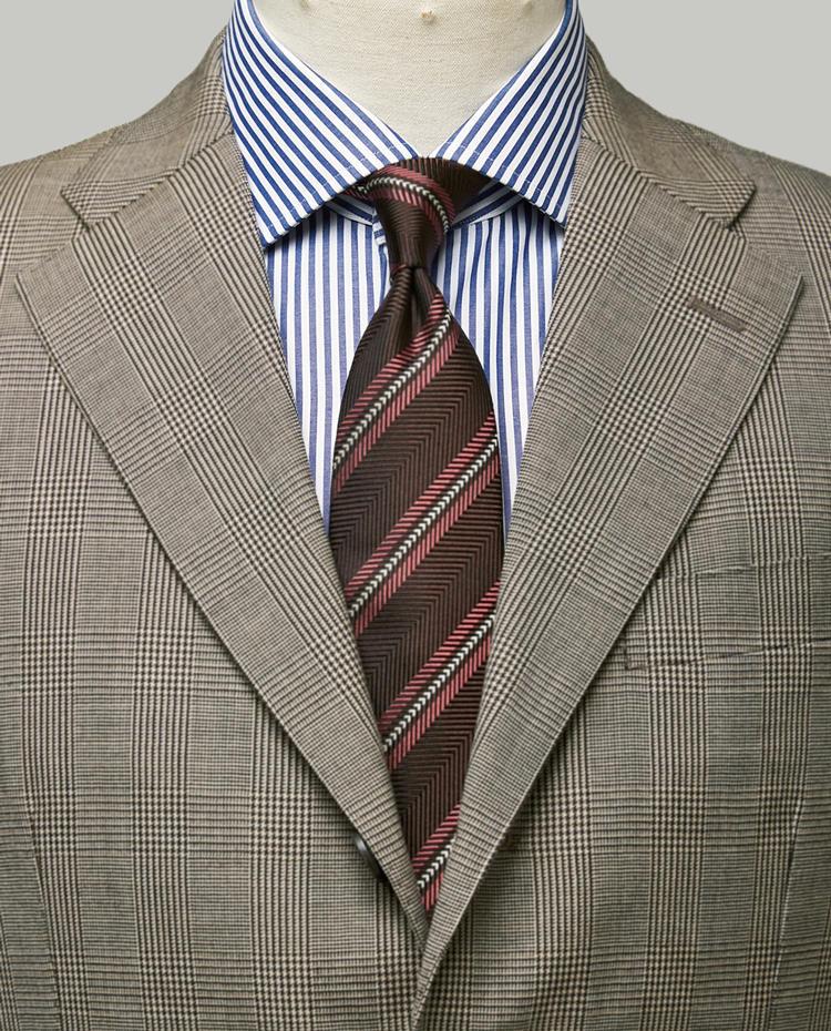 <strong>英国柄のスーツをタイがモダンに見せる。</strong><br/><figcaption>スーツ14万3500円、シャツ1万9000円〈以上オーダー価格〉/以上麻布テーラー(麻布テーラープレスルーム)</figcaption>