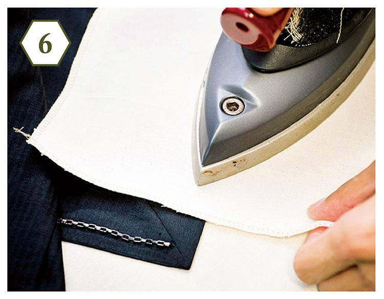 <b>手順6:ヨレていたらアイロンを</b> 「裾がビシッとしていると、スーツの印象がかなり変わります。盲点になりがちなのでご注意」