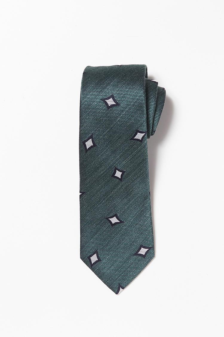 <b>8.フランコバッシの小紋柄ネクタイ</b><br>イタリア製のネクタイは、ダイヤの飛び柄が控えめな中にも華がある。1万6000円(ビームス ハウス 丸の内)<br /><a class='u-link--ex' href=' http://www.beams.co.jp/item/beamsf/suit/21440356380/' target='_blank'>商品詳細ページ(外部)</a>