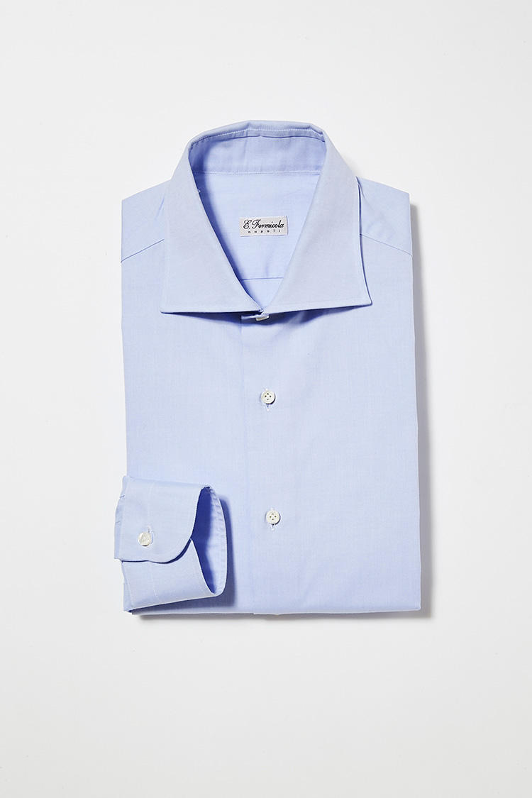 <b>5. エリコ フォルミコラの別注青無地シャツ</b><br>コンパクトな襟が上品な新作「プラート」は、ジャストフィットに別注。2万6000円(ビームス ハウス 丸の内)<br /><a class='u-link--ex' href='http://www.beams.co.jp/item/beamsf/shirt/21110171264/' target='_blank'>商品詳細ページ(外部)</a>