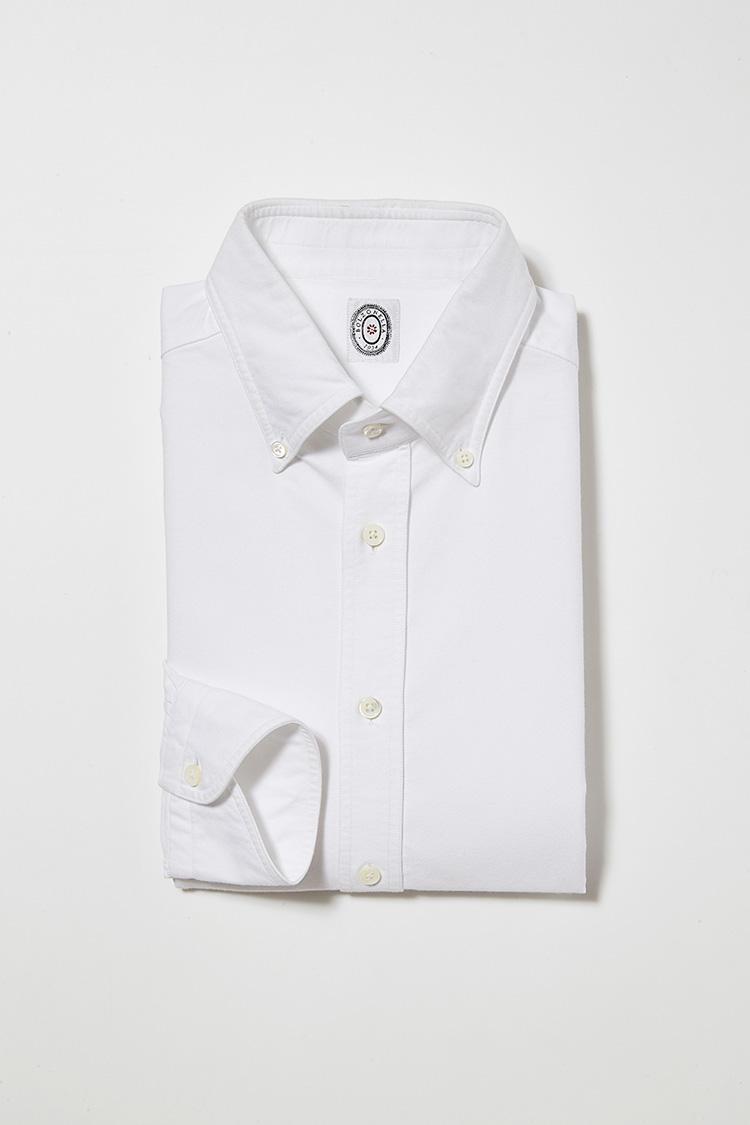 <b>6. ボルゾネッラのボタンダウンシャツ</b><br>ライトオックスフォード生地に洗いをかけて清涼感をアップ。2万4000円(ビームス ハウス 丸の内)<br /><a class='u-link--ex' href='http://www.beams.co.jp/item/brilla_per_il_gusto/shirt/24111277395/' target='_blank'>商品詳細ページ(外部)</a>
