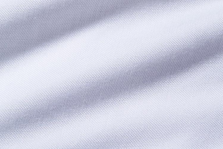<strong>スーピマコットンオックス</strong><br />この白さならBDもドレッシーな印象。オックスフォード地でここまでの白さを誇るのは素材にこだわるからこそ。