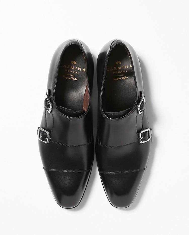 <b>15.カルミナのダブルモンクシューズ</b><br />オーダーメイドの靴工房から始まったスペインブランド。黒のモンクストラップシューズは、ローファーやストレートチップシューズと並ぶビジネス靴の定番だ。6万6000円(伊勢丹新宿店)