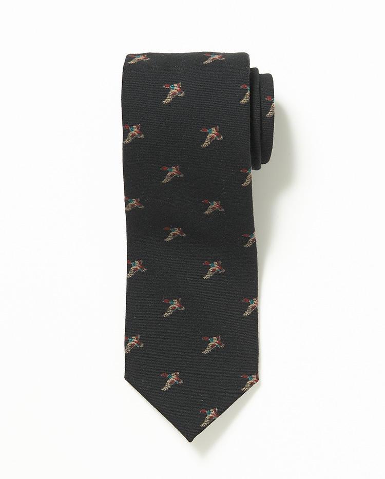 <b>7.フマガリのブラックプリントタイ</b><br />ヴィンテージのバードプリント生地で仕立てたウールネクタイ。ヴィンテージテイストのネクタイは、お洒落なスーツスタイルの必需品だ。1万1000円(伊勢丹新宿店)