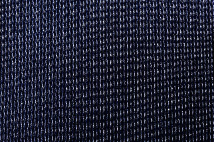 <b>【サテン】</b><br />サテンのタイは、ドレス&フォーマルな席にふさわしい上質シルクならではの美しい光沢が浮き上がる。