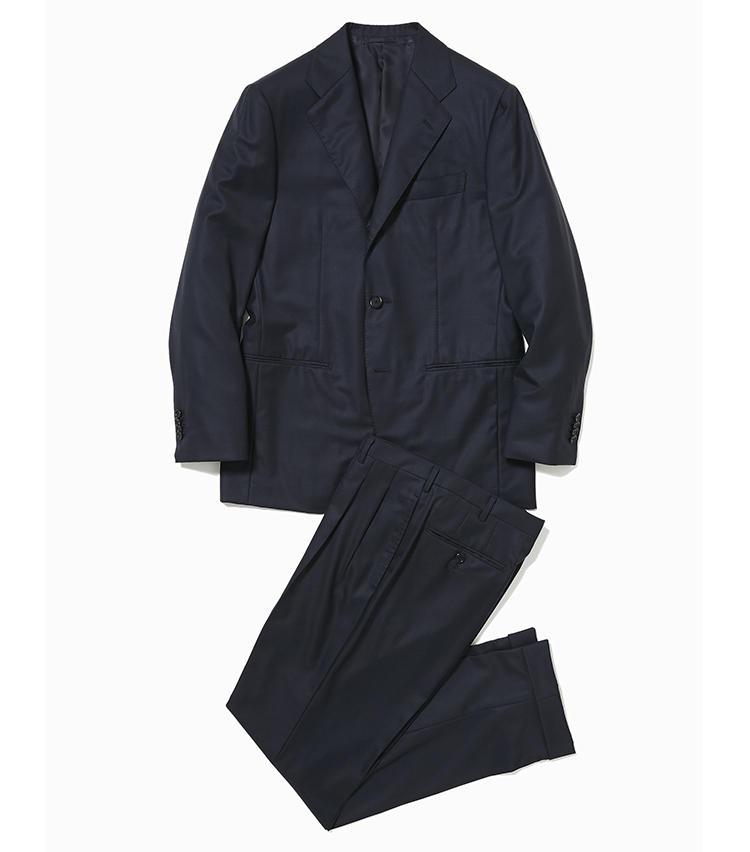 <b>1.トゥモローランド ピルグリムのネイビーチェックスーツ</b><br />今考えられる最高の一着を、既成品ではありえないレベルの品質で仕立てる日本製スーツ。エルメネジルド ゼニア社のスーパー170'sウールの表地は、強度やシワ回復性に優れたカシミアのような風合いが地位あるビジネスマンに相応しい。16万円(トゥモローランド)