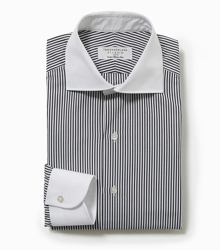 <b>5.トゥモローランド ピルグリムの黒ストライプのクレリックシャツ</b><br />定番のワイドスプレッドカラーシャツは、超長綿のしなやかな肌触りや立体縫製のおかげで着心地ノンストレス。等幅のロンドンストライプも英国調ムードの今シーズンにぴったり。1万4000円(トゥモローランド)