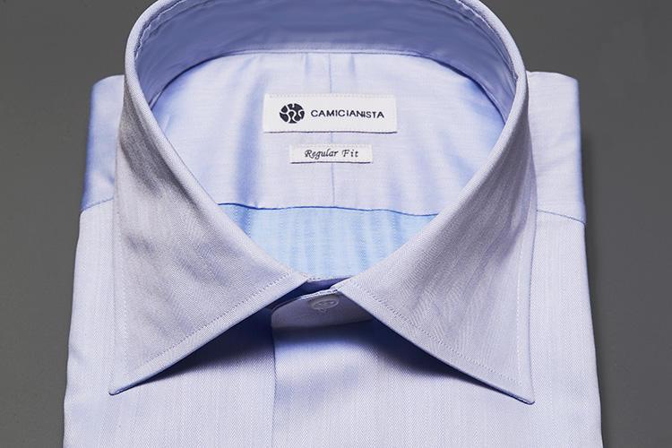 <strong>一番開きの狭いセミワイド</strong><br />ビジネス&フォーマルまで、オールオケージョンに対応できるセミワイドカラー。襟羽根に使われている芯地も柔らかく、いまどきのソフトコンストラクションのスーツに似合う。