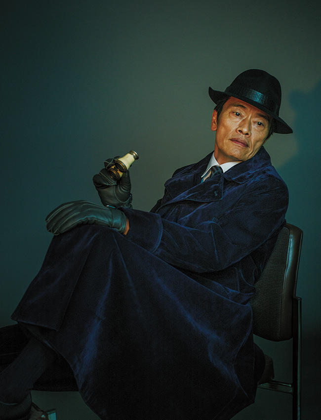 【ドラマなスーツ】遠藤憲一、ジョルジオ アルマーニで「スパイ」になる