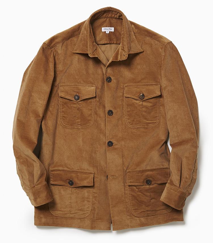 <b>6.サルヴァトーレ ピッコロのオーバーシャツ</b><br />トラッドな金茶のコーデュロイ素材で作られたこちらは、ブルゾンやジャケットの感覚で羽織れるオーバーシャツ。ナポリの有名ドレスシャツブランドが手掛けただけあり、カジュアル顔ながらシルエットは非常にエレガント。シンプルにニットを合わせてもいいし、インナーにシャツ&タイを合わせて着るのも粋だ。4万2000円(ラ ガゼッタ 1987 青山店)