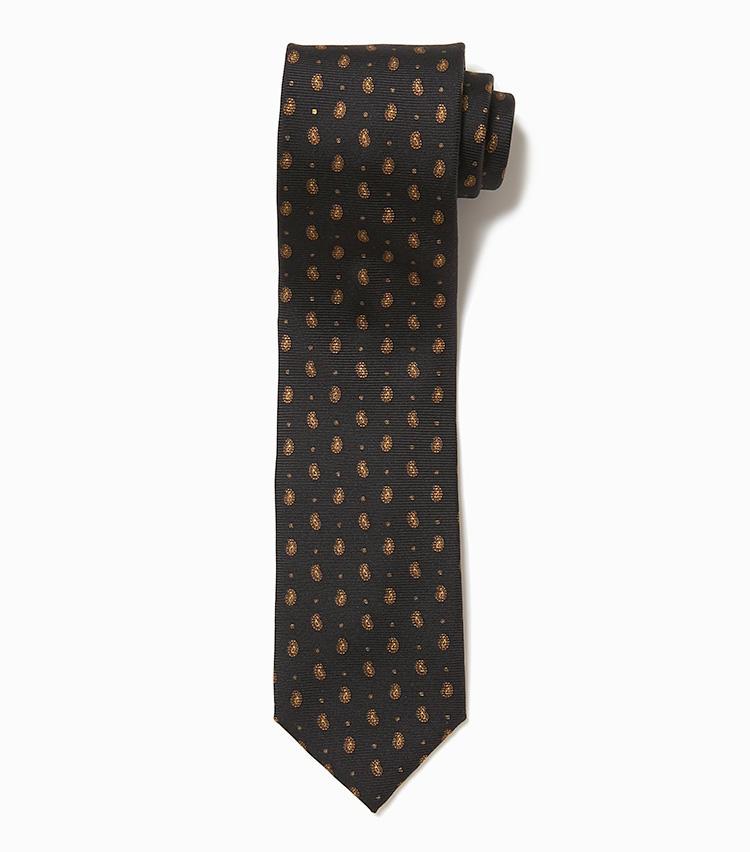 <b>13.アトリエ F&Bの小紋柄ネクタイ</b><br />襟元を引き締めてくれる黒に近い濃紺地のネクタイ。近寄ったときに初めてわかる程の、ごく小さなペイズリー柄がセンスをアピール。1万4000円(デザインワークス)