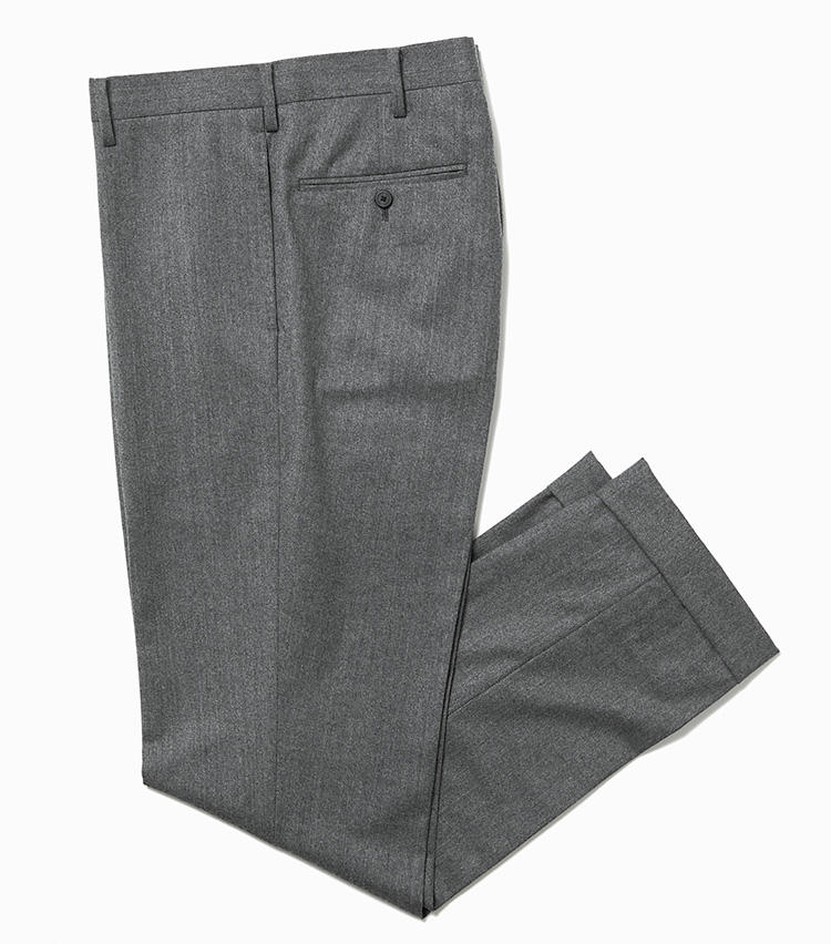 <b>15.デザインワークスのグレーウールパンツ</b><br />安心感のあるイタリア・カノニコ社の生地を使用した、プレーンな色・形が着回しやすいグレーパンツ。程良いテーパードシルエットも、冬の重たい服装をすっきり見せてくれる。2万9000円(デザインワークス)