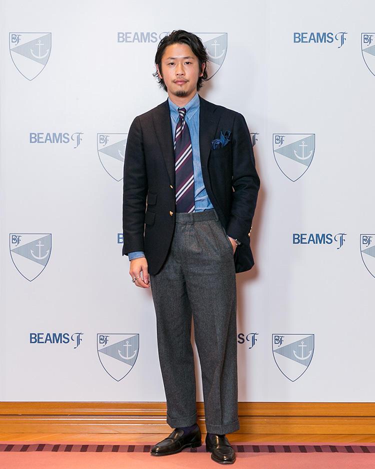 <strong>ビームスF アシスタントバイヤー・芹沢良輔さん</strong><br />西口さんとともにビームスF部門のバイイングを担当。シャンブレーのシャツや若干ワイドなシルエットのパンツなど、リラックス感のあるアイテムを巧みに取り入れている。