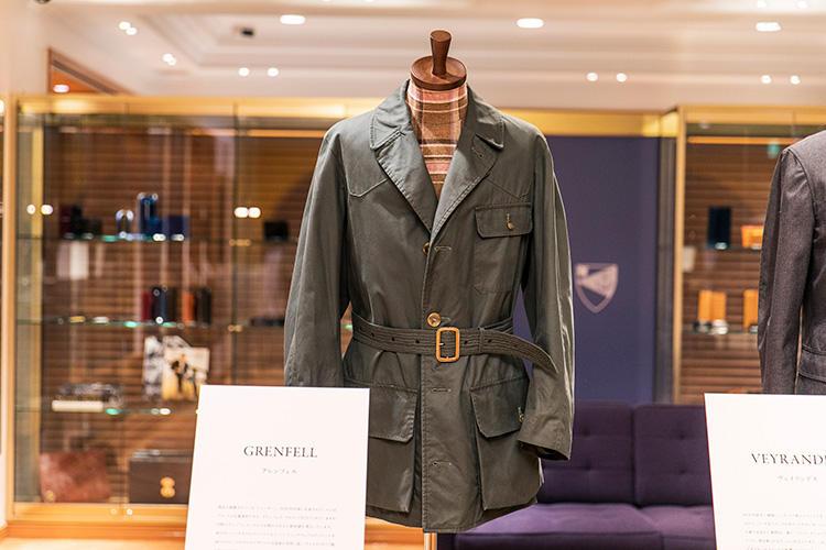 <strong>GRENFELL(グレンフェル)の「シューター」</strong><br />'90年代中頃に生産されたこちらは、ブランドの定番素材「グレンフェル・クロス」製。肩のガンパッチやウエストベルトなど、ハンティングウェアのディテールを取り入れた一着。
