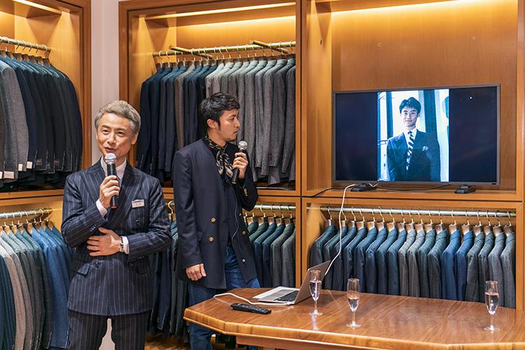 自身の秘蔵写真を披露しながらトークする中村さん。