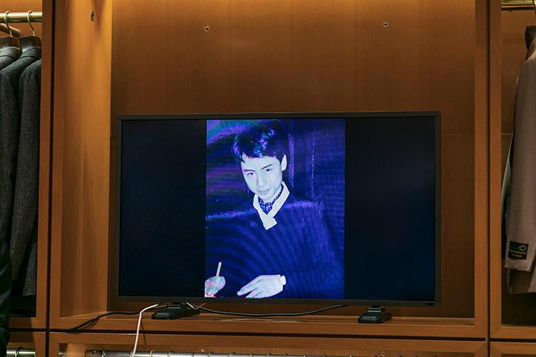 ビームスFの店頭に立っていた1986年ごろの中村さん。白シャツにアスコットタイという合わせは当時お決まりのスタイルのひとつだったそう。