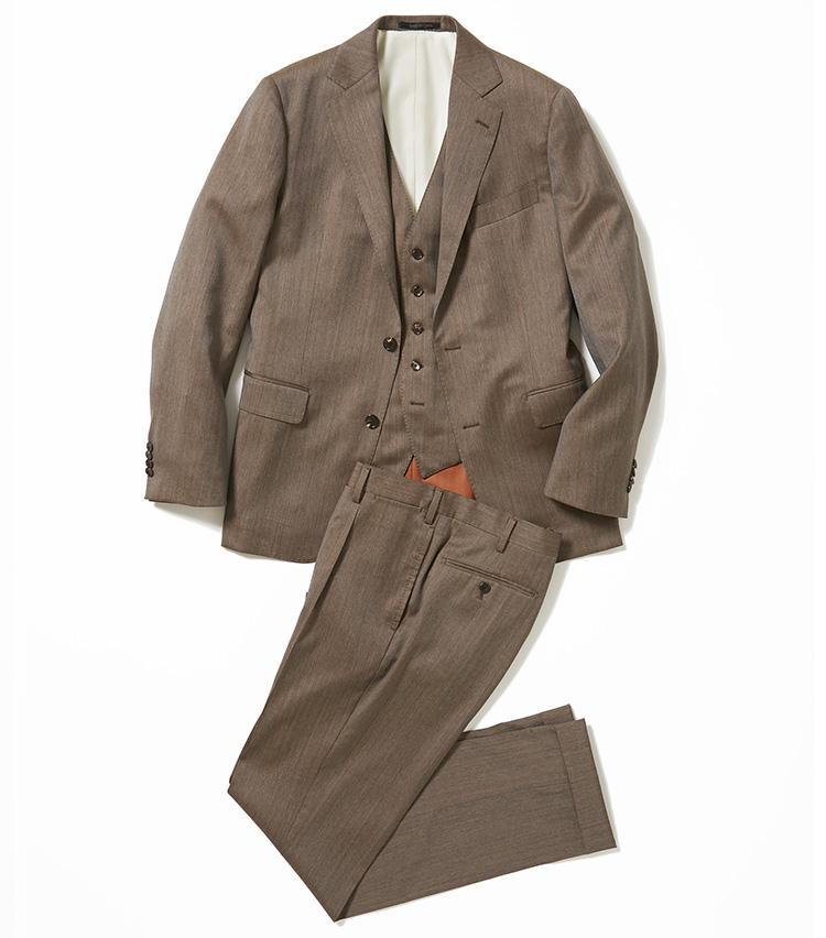 <b>1.バーニーズ ニューヨークのマンハッタンの3ピーススーツ</b><br />昨年モダンでシャープなシルエットにリニューアルしたオリジナルスーツ「マンハッタン」に、イタリアの上質なウールシルクを採用。こうした玉虫色のスーツはソラーロと呼ばれ、洒落者の間では春夏の定番になっている。15万円(バーニーズ ニューヨーク カスタマーセンター)