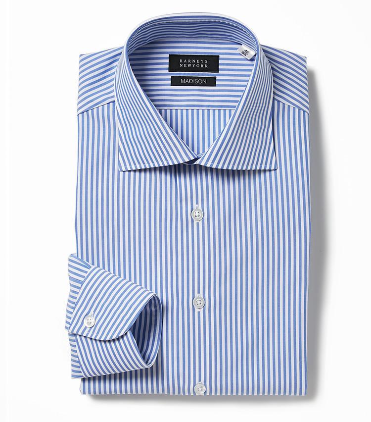 <b>7.バーニーズ ニューヨークのロンドンストライプシャツ</b><br />グローバルスタンダードをイメージしたモデル「マディソン」のシャツは、サックスブルーのロンドンストライプという定番の色柄も汎用性が高い。2万1000円(バーニーズ ニューヨーク カスタマーセンター)