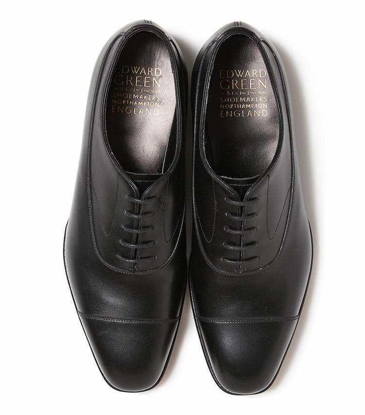 <b>25.エドワード グリーンの黒のキャップトゥシューズ</b><br />英国老舗の名靴を限定復刻。モダンなサイドパターンで人気のモデル「グラッドストーン」と、タイトなフィッティングで支持される木型「808E」を掛け合わせた、靴好き垂涎の一足になっている。15万9000円(バーニーズ ニューヨーク カスタマーセンター)