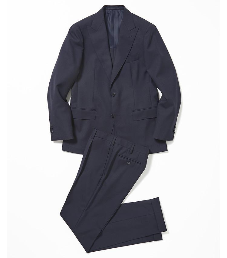 <b>2.ユナイテッドアローズの紺のピークトラペルスーツ</b><br />ピークトラペルで華やぎを添えた紺無地スーツ。服地は糸3本を撚り合わせて織り上げた別注の3PLY生地で、丈夫でシワになりにくいところが仕事で着回すのに向いている。8万2000円(ユナイテッドアローズ 六本木ヒルズ店)