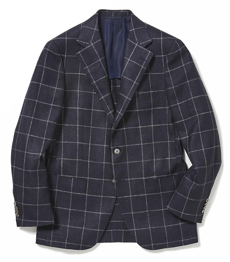 <b>4.ソブリンの紺のチェックジャケット</b><br />ウインドウペーン柄のネイビージャケットは、シルク、リネン、ウールの混紡素材。こうした三者混素材は清涼感があり、生地の表情も豊かなので、意外とオン・オフの着回しが利くアイテム。8万5000円(ユナイテッドアローズ 六本木ヒルズ店)
