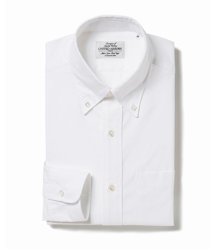 <b>6.ユナイテッドアローズの白のボタンダウンシャツ</b><br />白いオックスフォード生地のボタンダウンシャツはワードローブの定番。トレンド感を生地や形に投影した、セレクトショップのオリジナルシャツは狙い目。1万3000円(ユナイテッドアローズ 六本木ヒルズ店)