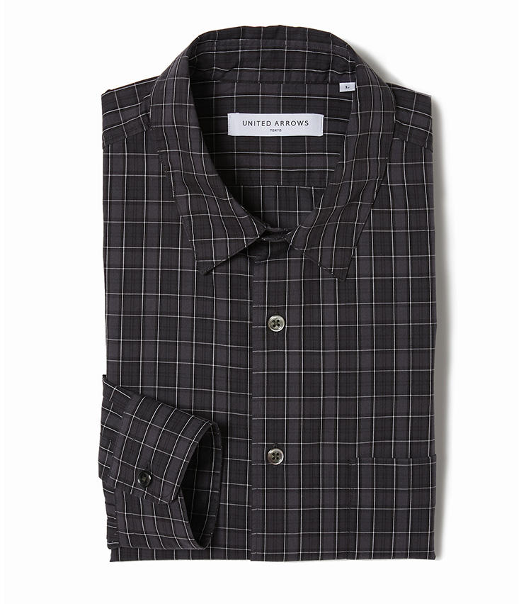 <b>8.ユナイテッドアローズの黒のチェックシャツ</b><br />ブラック基調が大人度高めなチェックシャツ。小柄できれいめのチェックシャツなら、変にカジュアルすぎず大人のオン・オフに役立つ。1万3000円(ユナイテッドアローズ 六本木ヒルズ店)