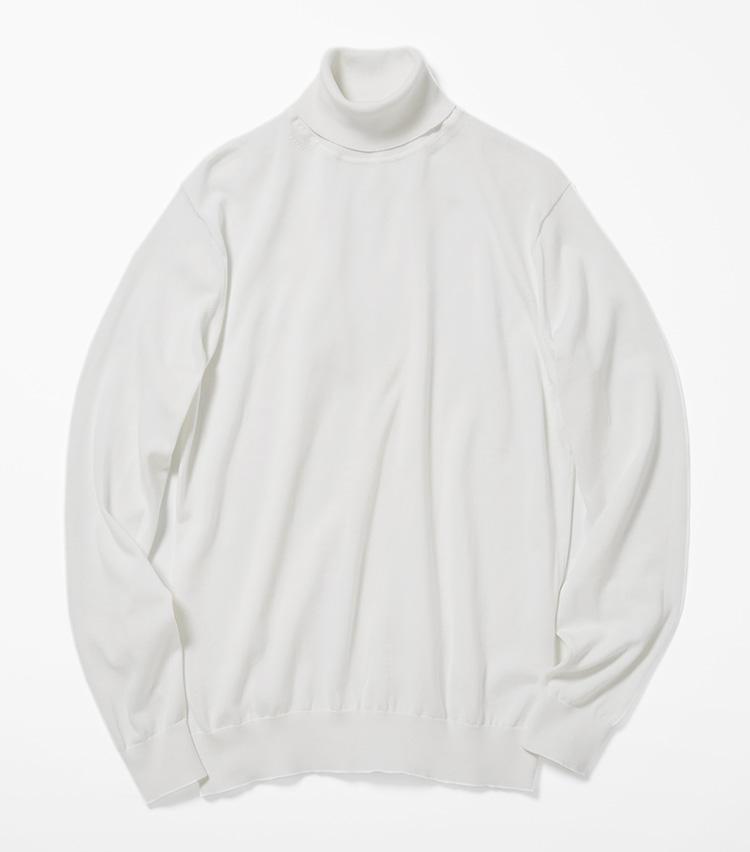 <b>16.ユナイテッドアローズの白のタートルネックニット</b><br />寒暖差の激しい初春は、首元をすっぽり覆うタートルネックニットが暖かい。素材はさっぱりしたコットン系で春らしい質感。1万5000円(ユナイテッドアローズ 六本木ヒルズ店)