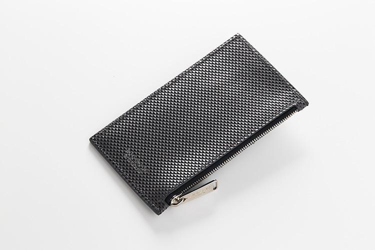 (同・裏)<br />ジップポケットには小銭や畳んだ紙幣もすっぽり。