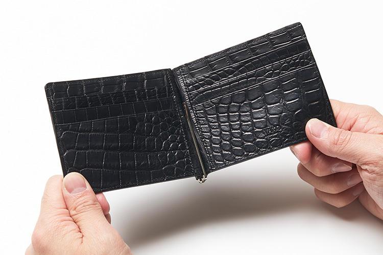 (同・開けたところ)<br />内装にもクロコを使う貫禄ぶり。これぞ革小物として最大級の貫禄だ。