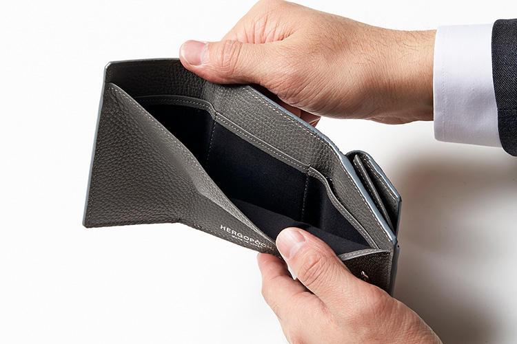 (同・札室)<br />カードは札室内の隠しポケットへ。カードが人目につきにくく安心。