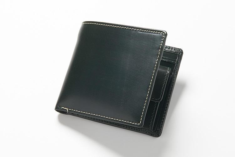 <strong>2位 ??2つ折り財布「S7532」</strong><br />コインケース付きの2つ折り財布は、オーセンティックな形状で使いやすいタイプ。コインケースにはしっかりとササマチを着けながらも、財布が2つ折りになったときでも厚みが出ないように、こだわって作られている。縦10×横11cm。3万4000円(グリフィンインターナショナル)