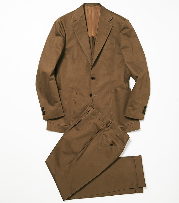<b>2.ビームスFのブラウンスーツ(パンツのみ使用)</b><br />コットンリネンのスーツは、カジュアルなパッチポケット仕様。まだ肌寒い今からコットン系スーツを着るなら、温かみのあるこんな濃い色を選ぶのがポイントだ。8万円(ビームス 六本木ヒルズ)