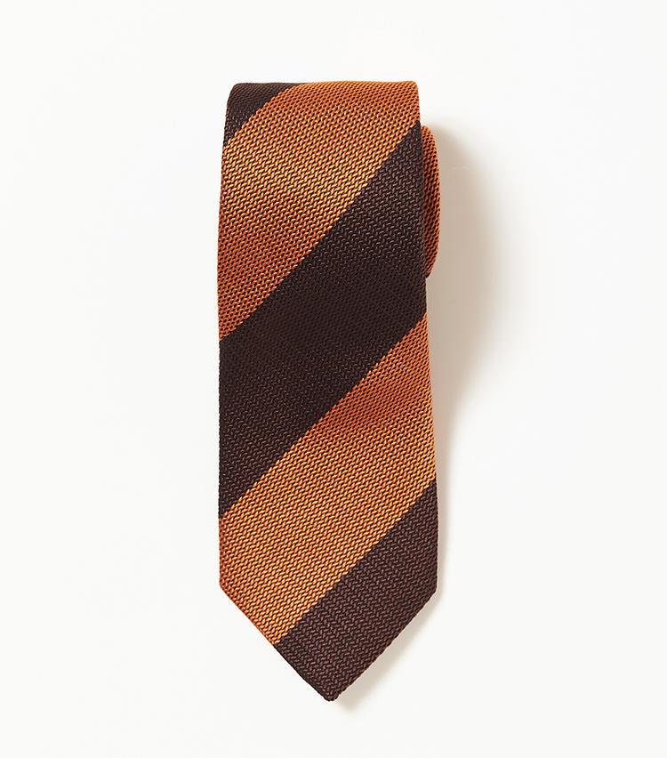 <b>9.フランコ バッシのストライプネクタイ</b><br />8と同じく100年以上前の柄がモチーフのネクタイ。トーンを落としたオレンジ×ブラウンの太縞は、パワフルな印象を与えることができる。1万6000円(ビームス 六本木ヒルズ)