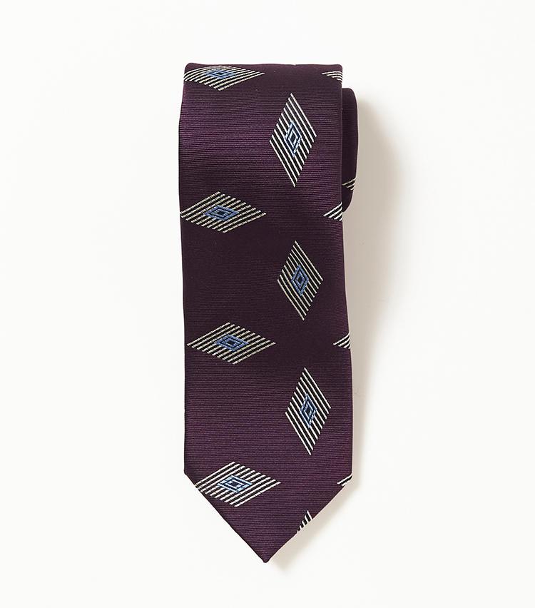 <b>10.ホリデー&ブラウンの菱形小紋ネクタイ</b><br />イギリス生まれのイタリアブランドは、クラシックさとモダンさを併せ持つ今身につけたいネクタイが豊富。特にこんな菱形の小紋柄は今年のトレンド。1万6000円(ビームス 六本木ヒルズ)