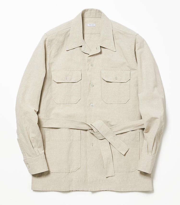 <b>14.オリアンの白のシャツアウター</b><br />爽やかなコットンリネン素材のサファリジャケットは丈も短く、春夏の軽い羽織ものとして理想的。第一ボタンを開ければ開襟になって、シャツのように着こなすこともできる。4万3000円(ビームス 六本木ヒルズ)