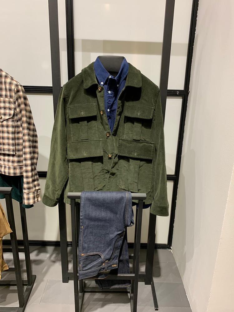<b>バグッタ</b></br>デニムの上にシャツアウター、というのは、誰でも簡単に合わせやすい好例。