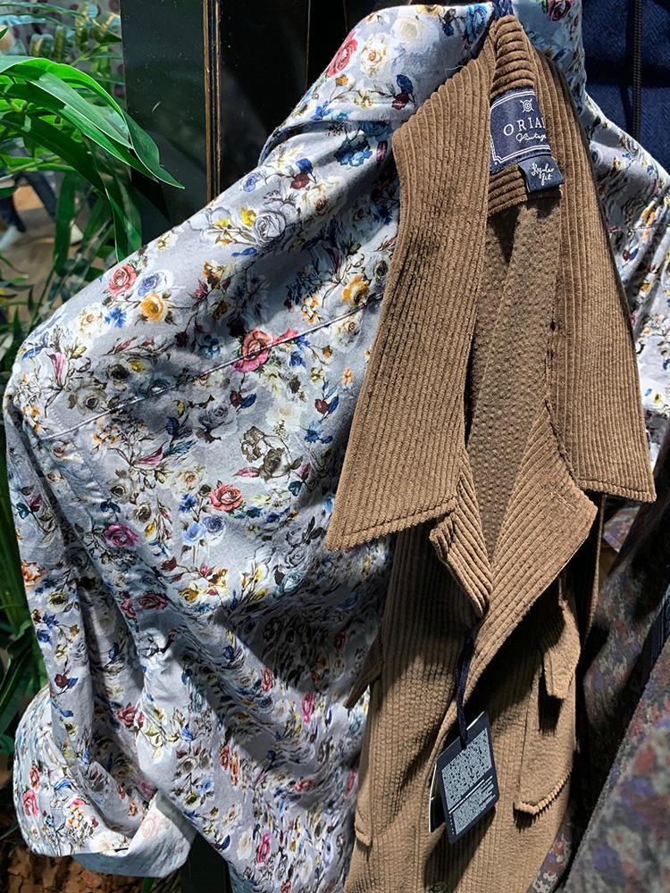 <b>オリアン</b></br>INのシャツがかなり派手柄な場合、外側のシャツアウターは柄の1色を拾うと上手くまとまる。