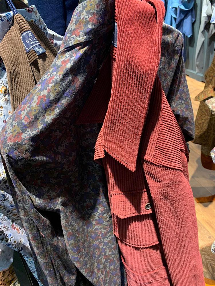 <b>オリアン</b></br>こちらも柄シャツ×外側のシャツアウターで色リンクの好例。