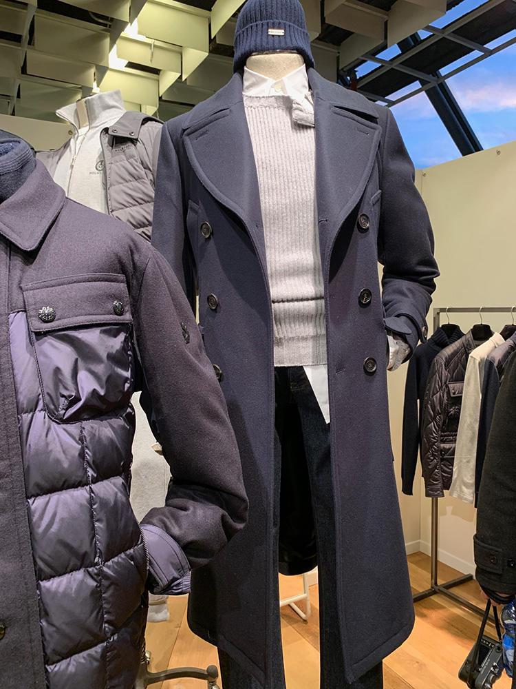 <b>ベルスタッフ</b></br>ベルスタッフは、定番のバイカーズジャケット以外にロング丈コートを多くリリース。こちらのビッグラペルのダブルネイビーは、非常にカッコよくて会場でも人気だった一着。