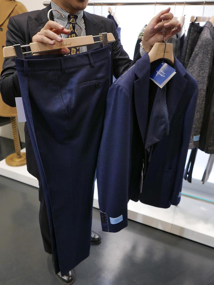 <b>ベルヴェスト</b></br>先シーズンから人気の多機能トラベルジャケットに、セットアップのパンツが登場! しかもマシンウォッシャブルということで、洗濯ネットも付属。