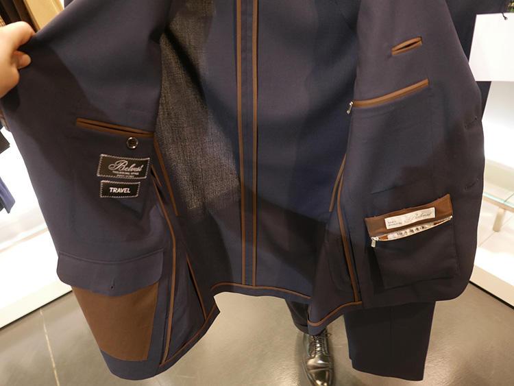 ジャケットの内側には、チケットポケットやペンポケットなど、多数のポケットを装備。左見頃内側には、スナップで着脱でき小銭入れ的に携帯できるポケットもあり便利。