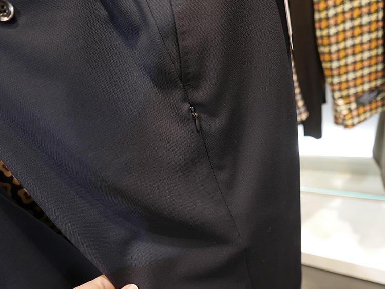 パンツのサイドには、隠れジップポケットも付く。小銭など落とさないようにしたいモノを入れておける。