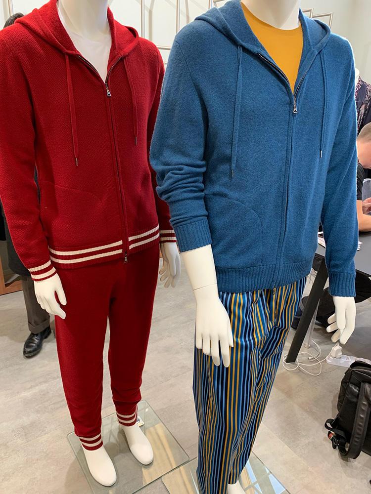 上品なカラーニットセットアップも。アンダーウェアブランドらしく、下を高級コットン素材のパジャマパンツにするというテクもあり!