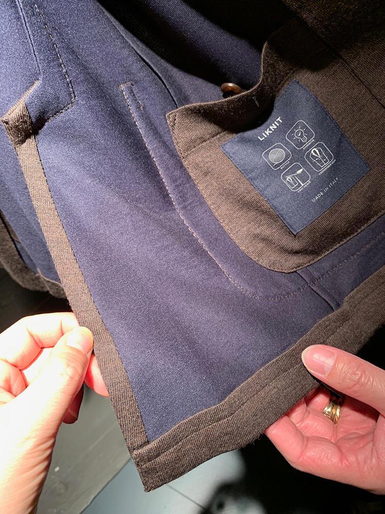 内側は、ニットをダブルフェイスに。これを、ニット同士がよれずにジャケットのライニングのようにぴったり接結するよう、技術の開発にかなり時間がかかったそうだ。